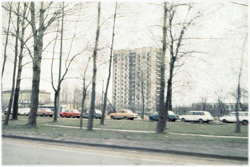 Des automobiles attendant une livraison d'essence à l'époque de l'effondrement de l'Union soviétique