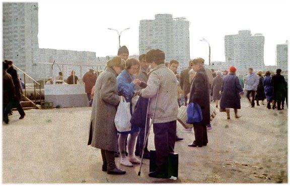 Scène de troc à l'époque de l'effondrement de l'Union soviétique
